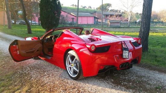 Matrimonio In Ferrari : Noleggio limousine roma auto moderne